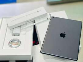 iPad 8th Gen 32gb wifi with pencil in warranty