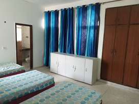 Sharing & Single Room PG Available for boys and girls in Noida