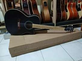 Gitar akustik Taylor Hitam neck Maple