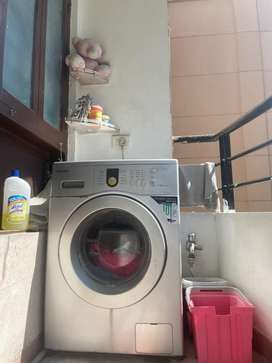 Front Load fully automatic Samsung Washing Machine