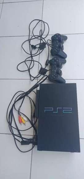 PS 2 lengkap dg 2 stik,50an game,dan nota beli baru.