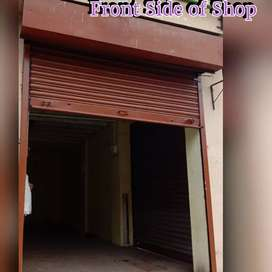 Road shop on rent