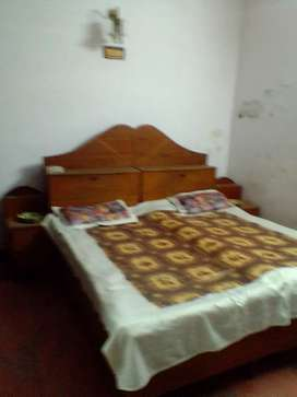 Gilrs 1Room set fan Bed Indira Nagar Brokerages charge 3000