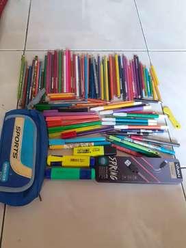 Pensil warna dan spidol bekas