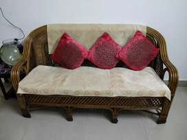 5seatet cane sofa