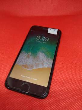 Apple iPhone 7 32GB with all accs black good condition