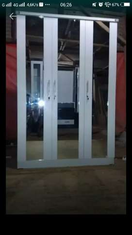 H106 Lemari pakaian tiga pintu kaca