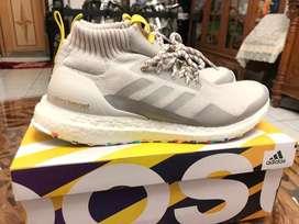 Sepatu Ultraboost Mid