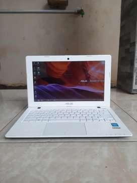 Notebook Asus 12 inch. Type & warna Favorit. Siap Pakai. Nominus