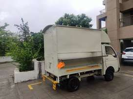 Fully operational and equipped food truck for sale in cheap price