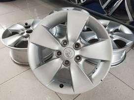 pelek copotan mobil murah bekas rush ring16 lubang 5x114,3 et45 silver