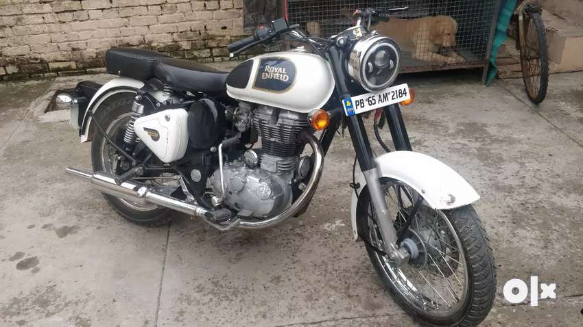 Royal Enfield Classic 350 White Color 0