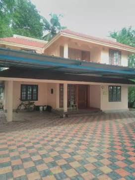 13.5 cent 3000 sqft 5 bhk posh house at ernakulam near kalamassery
