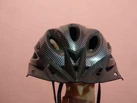 Helm sepeda hitam