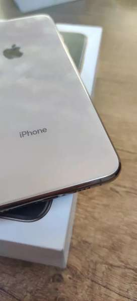 iPhone XS Max 64GB - Only 4 Month Use - With Bill