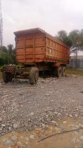 Bak dump truck orange