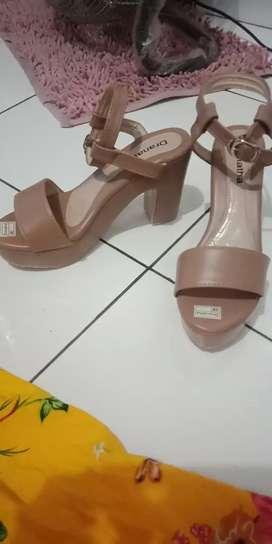 Sepatu wanita wedges