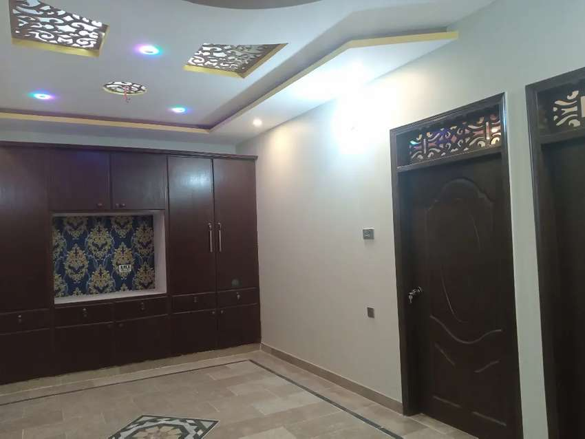 300 sq yards super luxury portion on 2nd floor with roof main uni rd