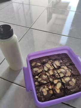 FUDGY BROWNIES + SUSU