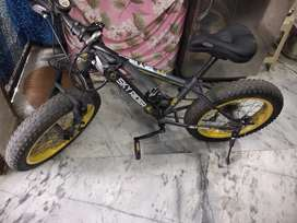Skyrider bicycle for age upto 18 years with broad tyres