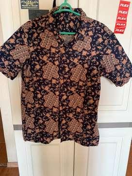 Uniqlo batik shirt size S murah (2pcs)