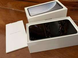 selling apple xr with box and all accessories