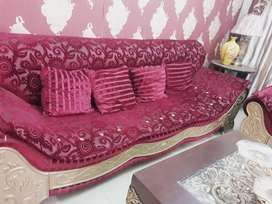 6 seater sofa set. Good in condition. Solid heavy. Stylish