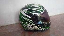 Helm merk bmc warna hijau