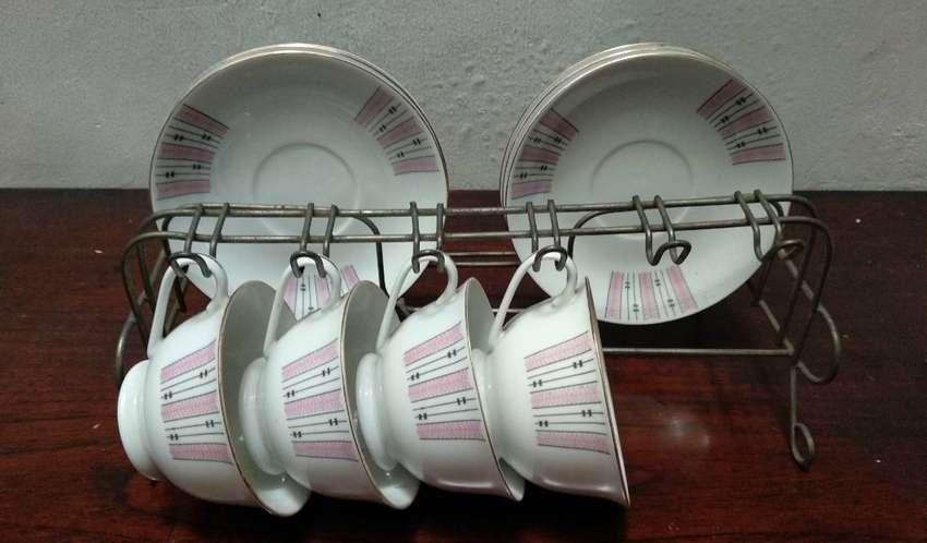 1 set cangkir (cangkir 4, tatakan 6), made in China