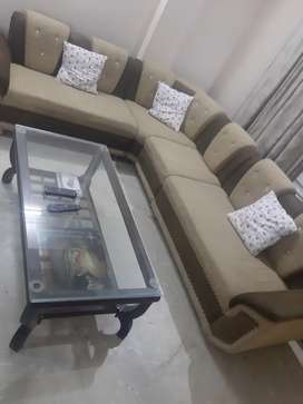 Independent luxury flt in posh colony