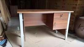 Meja Kantor 1/2 Biro Kaki Besi Baru uk. 120 x 60 x 75cm