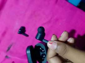 ANEW AND NOT USED BLACK COLOR BOAT WIRELESS EARBUD
