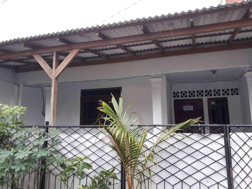 Disewakan rumah di Delima IV Perumnas, Duren Sawit 0