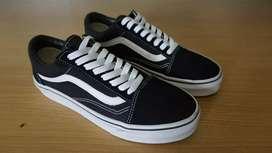 Sepatu Vans Old Skool Black White