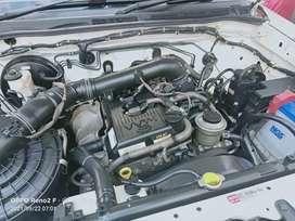 Fortuner V AT 2.7 4x4 Bensin Putih Tahun 2012