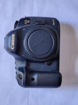 5D Mark III Body + 1 extra battery
