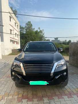 Toyota fortuner 4by4 top model good condition with agency record