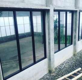 Jendela kaca partition rumah