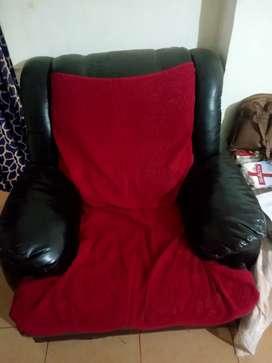 3+1+1 sofa set n table urgently  sale