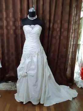 Gaun Pengantin Preloved
