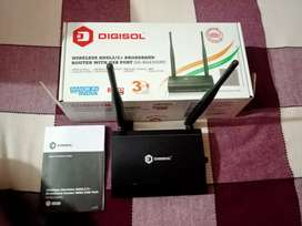 Wi-Fi router in good condition with original packaging