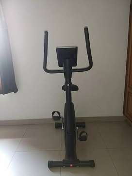 Maxfit 669 upright Bike for Gym