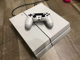Ps4 white 500gb + 4 games CD