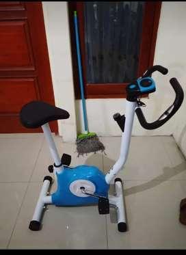 Belt fitnes sepeda statis efisien