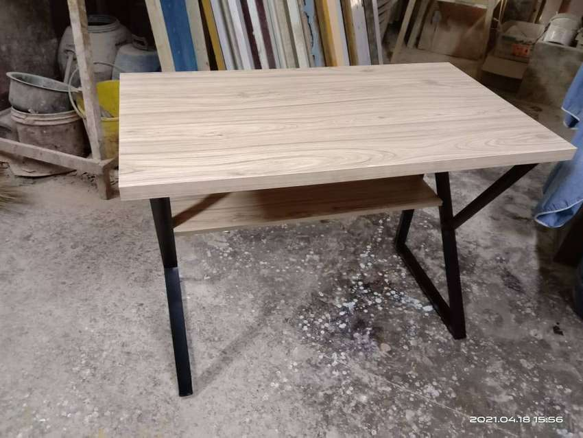 Gaming table or study table