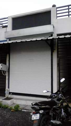 Urgent sale Makaan with shop commercial 80 feet road