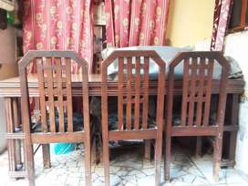 Dining table with 6 chairs 4 /6 size