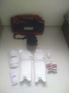 Offer cricket kit used only half a month at rupees 4000