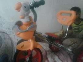 Sepeda famili roda tiga
