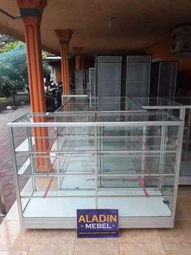Etalase toko baru prambon